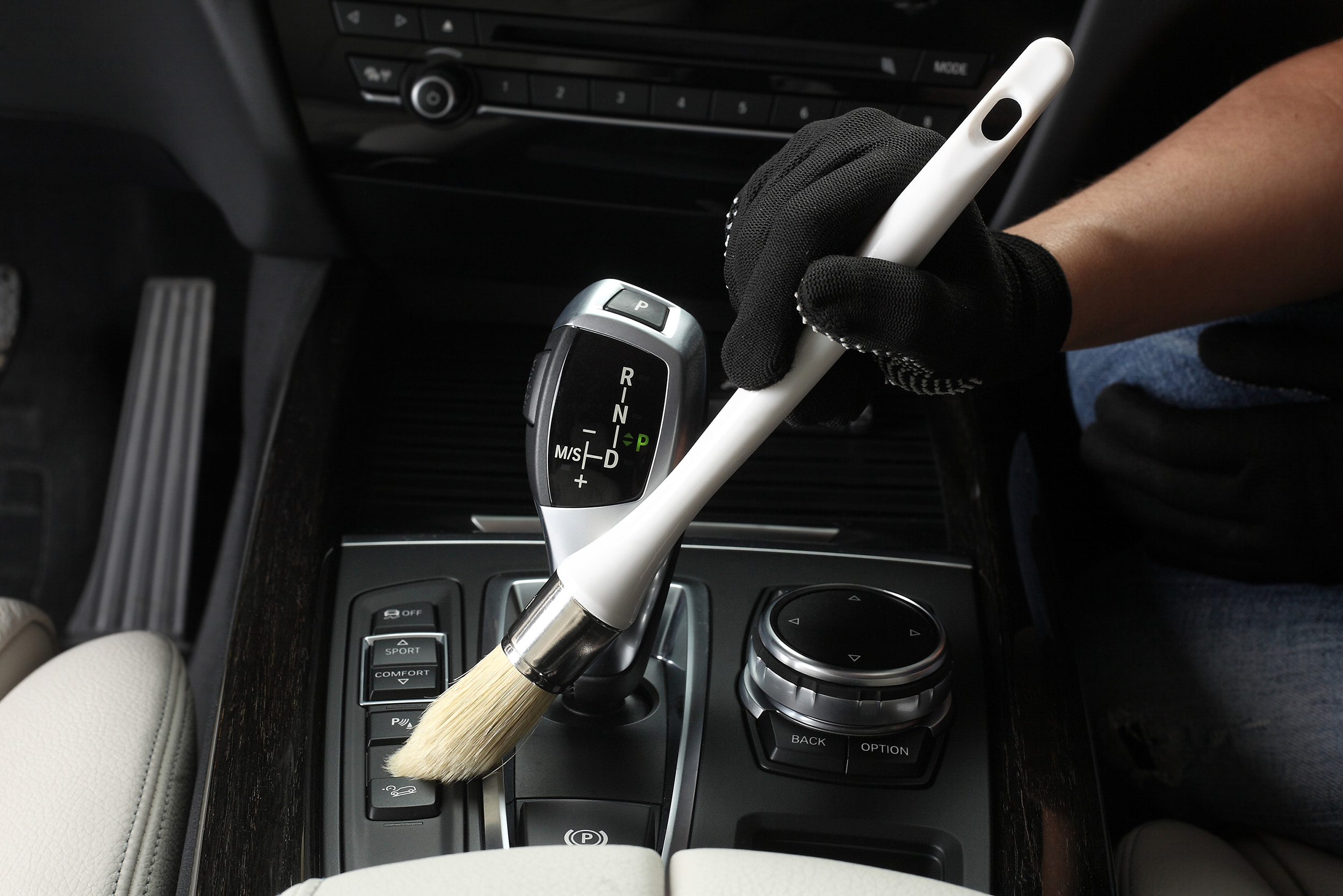 Car wash tips dubai - cleaning car interior