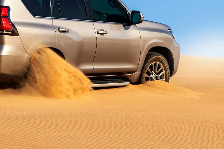 dubai-desert-sand-damage-on-cars